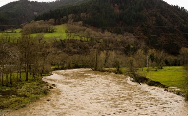 IU urge al Principado a iniciar las obras para evitar las inundaciones en Arriondas