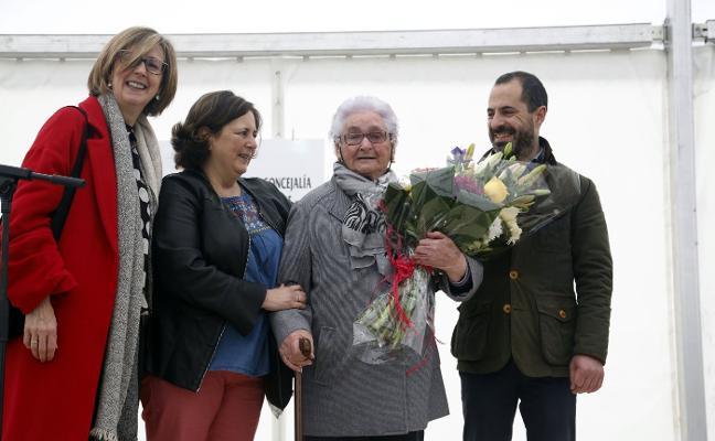 El encuentro Entre Mayores de Lugones homenajea a los centenarios de Siero