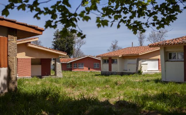 Oviedo pierde ocho chalés en Perlora porque caducaron sus derechos