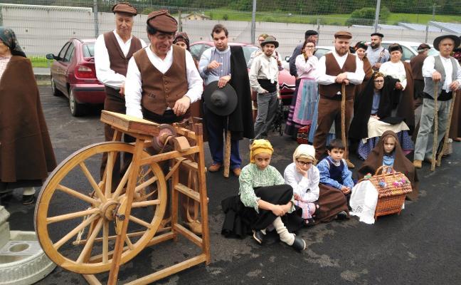 Folclore astur-portugués para celebrar la feria de San Isidro en Trevías