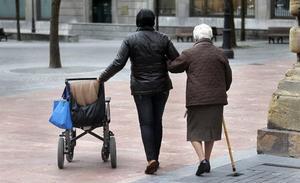 Unas 800 asturianas dejaron su empleo en 2017 para cuidar a familiares dependientes
