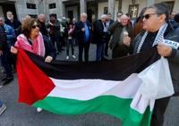 Unas 300 personas se concentran en Oviedo por la muerte de palestinos en Gaza