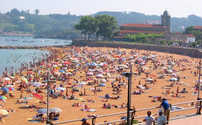 El alcalde admite que la playa de Luanco «no está lista» para lucir la Bandera Azul