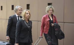 La abogada acusada de estafa se desvanece en la cuarta sesión del juicio en Oviedo