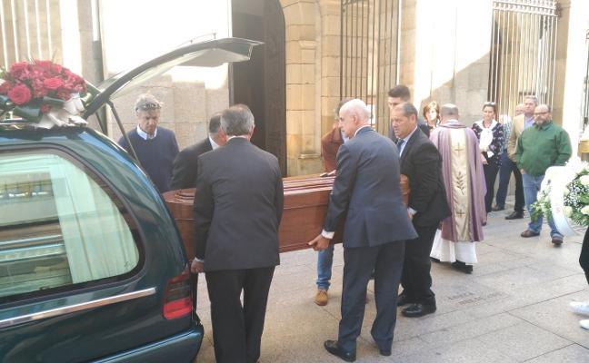Luarca despide al funcionario del Estado, Antonio Pérez de la Mata
