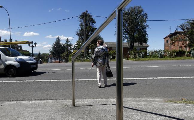 Vecinos de Colloto solicitan un cruce con semáforo en la carretera nacional