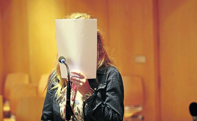 La condenada por trato degradante a su abuelo acepta seis meses de cárcel por estafar a una mujer