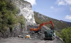 Comienzan a retirar los primeros escombros del argayo de Anzó