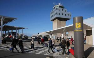 Cambiar el nombre del aeropuerto cuesta 45.000 euros y Valdés confía en lograrlo en noviembre