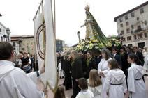 La Cofradía de La Balesquida sale de procesión en Oviedo
