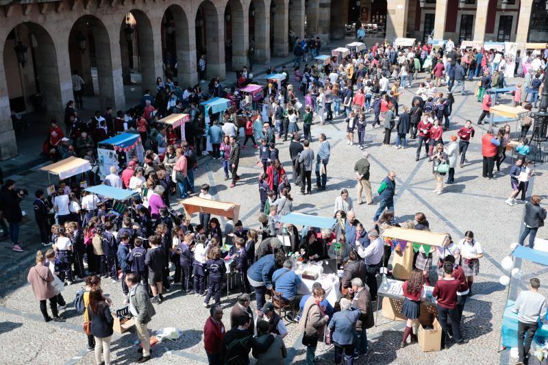 Más de 900 alumnos en el Mercado de Cooperativas Escolares de Gijón