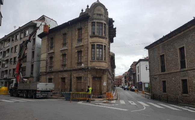 El estado ruinoso de 'La Torre' obliga a demoler el tejado para evitar riesgos