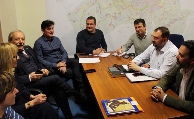 «Si Wenceslao López da el paso tendrá todo el apoyo de la FSA», dice Adrían Barbón