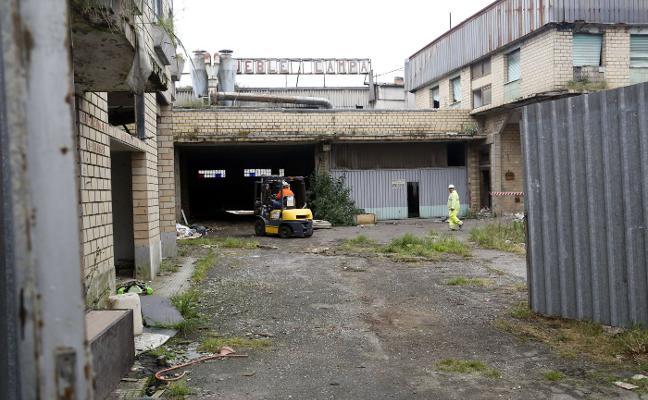 La propiedad del antiguo economato de Lugones ultima la reparación del edificio