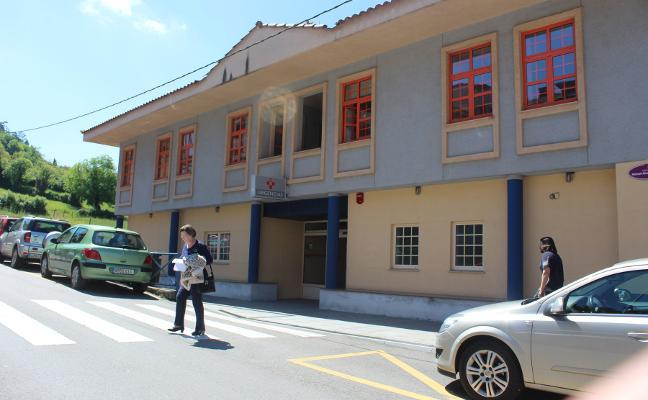 El centro de salud de Villaviciosa celebra 25 años con la primera feria de asociaciones