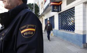 Detenido por hacerse pasar por revisor de gas para sustraer dinero y joyas a una anciana en Gijón