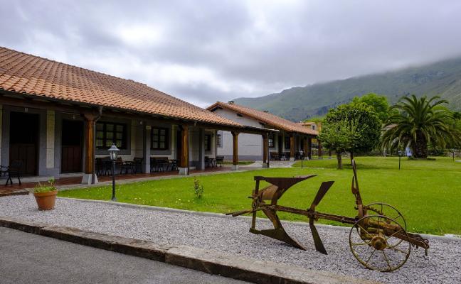 El PGO de Llanes propone un turismo de «más valor» con menos visitantes