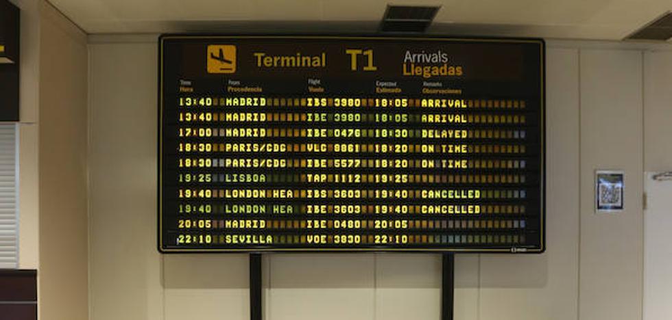 El retraso de un avión a Madrid más de tres horas irrita a los pasajeros asturianos