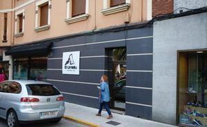 El atracador de dos bancos en Oviedo y Lugones, detenido por la perilla y los tatuajes
