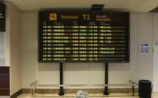 Cuatro horas de retraso en el vuelo Asturias-Madrid indignan a decenas de pasajeros