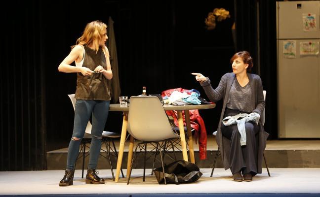 Malena Alterio encandila en el Teatro Jovellanos con 'Los universos paralelos'