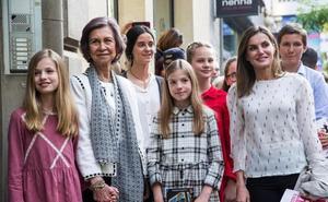 Doña Sofía y Doña Letizia acuden con la Princesa Leonor y la Infanta Sofía al musical 'Billy Elliot'