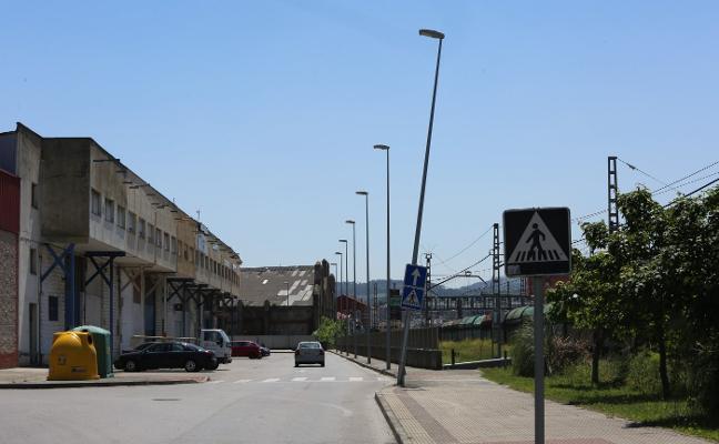 Las empresas de la margen izquierda de la ría de Avilés piden ayuda municipal para mejorar su entorno