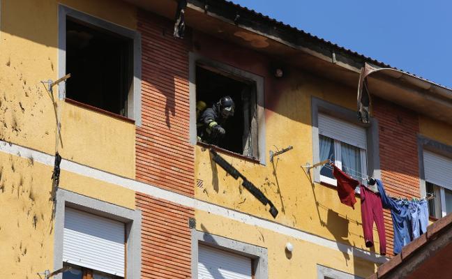 El incendio de una cocina provoca el desalojo de un edificio en La Estrada