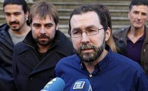 Emilio León: «Donde viva me da igual, pero no se puede pedir a la gente que se apriete el cinturón cuando uno lleva tirantes»