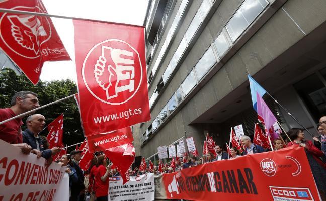 Los sindicatos amenazan con endurecer las protestas si no hay subida salarial