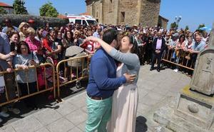 Un puchero de récord con 155 besos en el rito de las fiestas de Villalegre