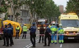 Buscan a dos obreros tras el derrumbe de un edificio en rehabilitación en Madrid