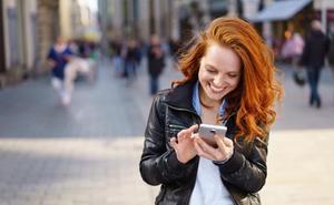 ¿Cuántas veces al día miras el móvil? Compruébalo y averigua si eres un 'smombie'