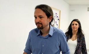 Iglesias y Montero avisan de que también dimitirán si la participación en su consulta es baja