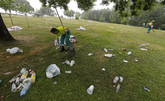 «Toneladas de basura» en el parque de Purificación Tomás