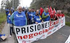 Los funcionarios del centro penitenciario de Asturias protestan por «el peor momento de la historia en nuestro servicio»