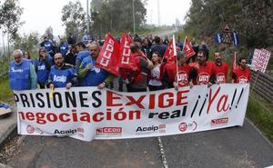 «Estamos en el peor momento de la historia del servicio», dicen los funcionarios de la cárcel de Asturias