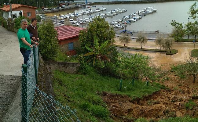 La lluvia salpica Asturias de argayos