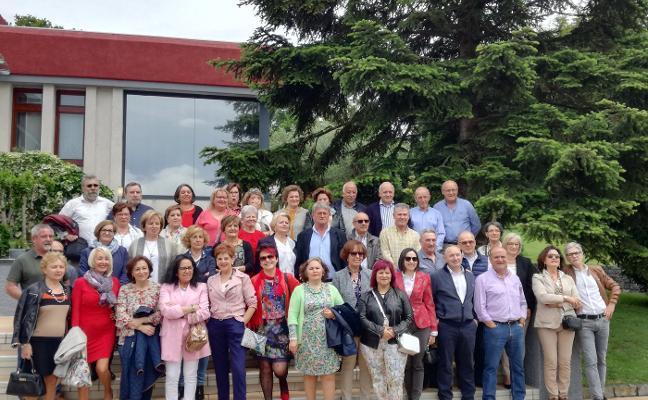 Reunión de 53 antiguos alumnos del instituto