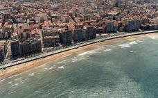 Surfistas y ecologistas piden explicaciones por las espumas «fecales» en San Lorenzo