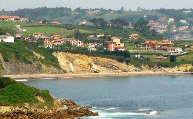 La playa de Antromero, sin vía libre