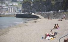 Europa suspende las playas de Bañugues y Luarca por la calidad de sus zonas de baño