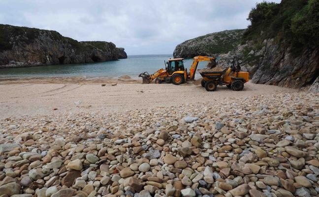 Los concejos costeros de Asturias se quejan por la escasa ayuda para el mantenimiento de las playas