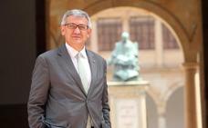 El rector critica la nula planificación y el «inaceptable» retraso de las becas Severo Ochoa