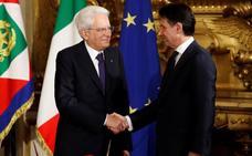 Italia sale de su laberinto político