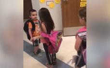 Facebook se rinde ante la afectiva técnica de esta profesora con sus pequeños alumnos