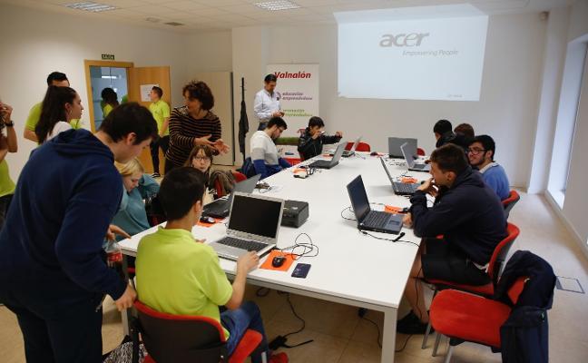 Cuarenta alumnos de Secundaria innovan con prototipos en El Entrego