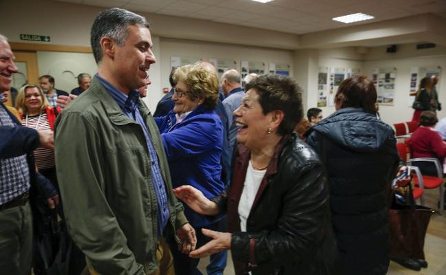 Javier Fernández ofrece a Sánchez «colaboración política e institucional»