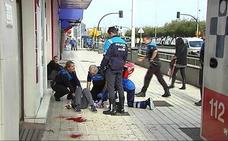 Un hombre resulta herido tras recibir un corte en el cuello con un vaso en El Muro de Gijón