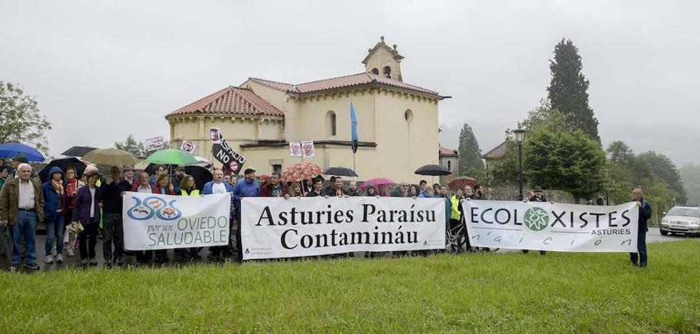 Marcha vecinal en Las Caldas contra las plantas de asfalto y hormigón de Priorio
